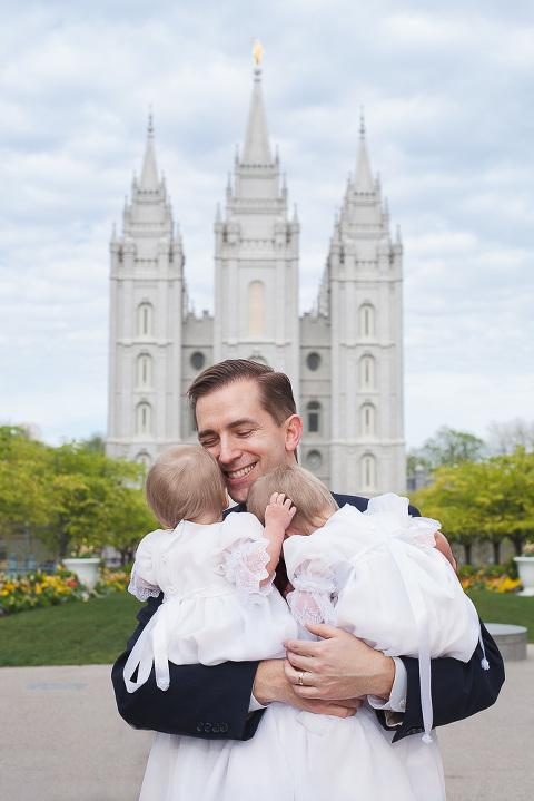 Daddy daughter portrait at the Salt Lake Temple in Utah